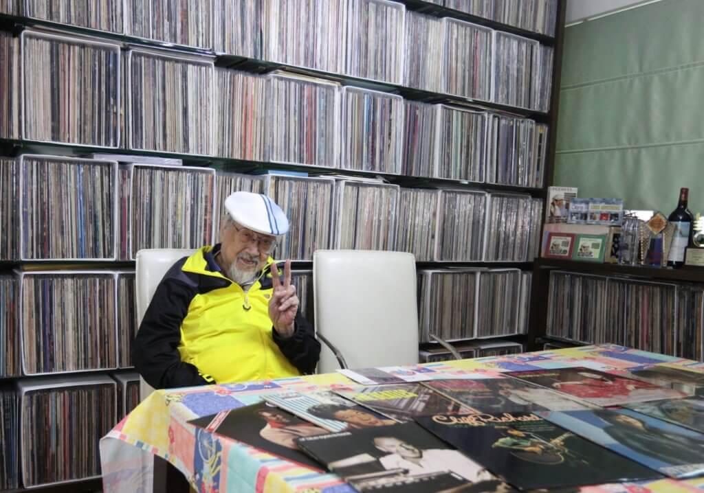 Uncle Ray退休後,在家中每天都與音樂為伍。