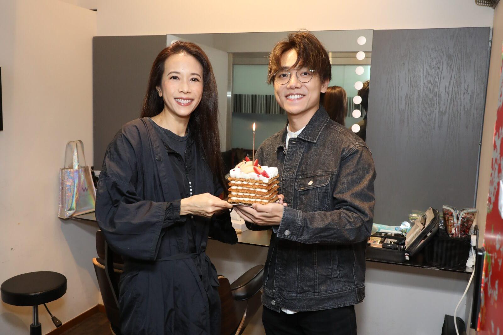 Karen生日在工作中度過,林家謙準備蛋糕為她慶祝。