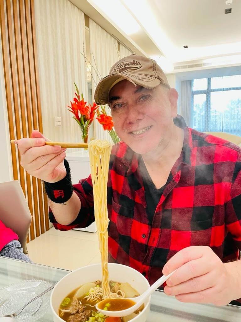 秋生秋生在拍攝綜藝期間,飽嘗了不少台灣的土產美食,他覺得台灣食肆水準參差,他外出食飯經常中伏。