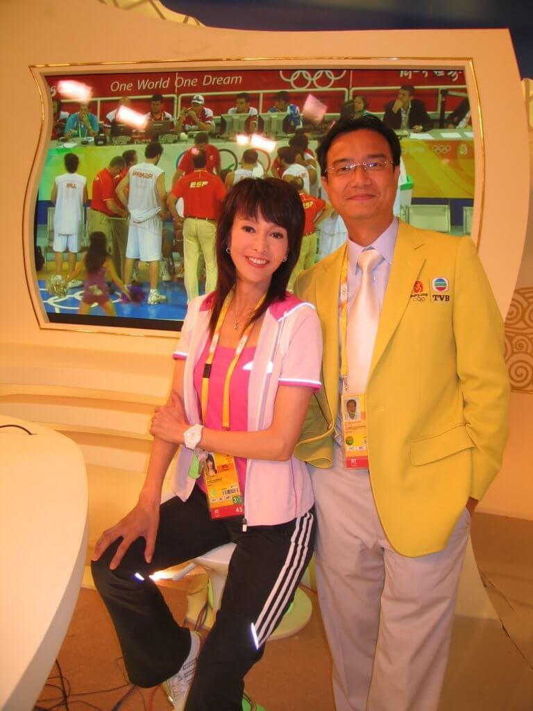 鄭裕玲有份主持o八奧運,當時有報導指她在直播時大罵工作人員,其時在場的鍾志光就為她平反。
