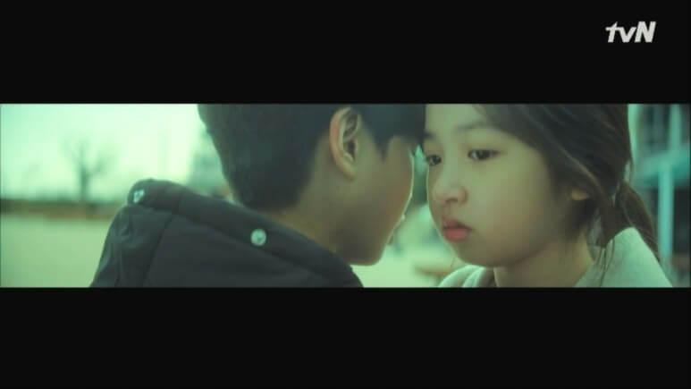 童年時,姜多情曾遇上蔡浚,就是這幕,「蔡浚」回答:「那個不是我呢?蠢蛋。」