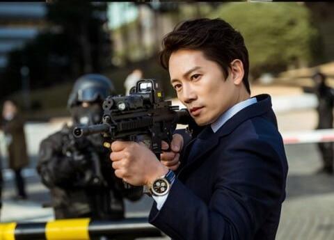 池晟飾演有着悲慘身世的姜耀漢,痛恨自私又偽善的人,對他來說這個世界如同地獄般的存在。