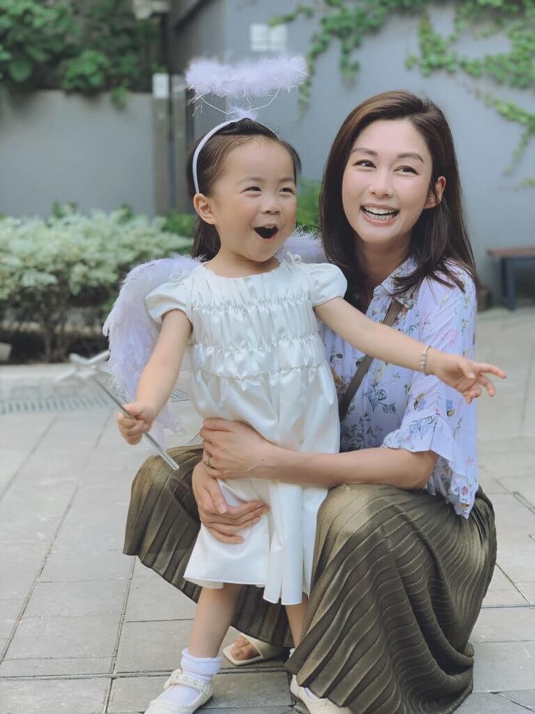 她在劇中飾演岑麗香女兒,她說很喜歡香香媽媽。