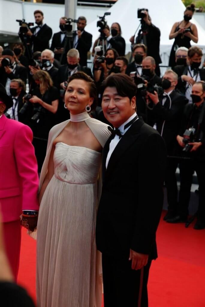 宋康昊前年曾憑《上流寄生族》出戰康城,今年主演的電影《緊急宣言》在非競賽部分首映,他也很享受康城天氣及影展氣氛。