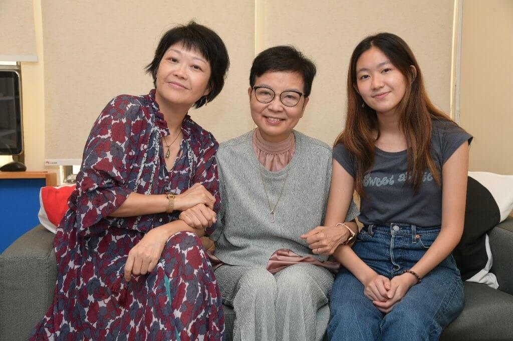 羅乃萱邀請了張達明與何念慈的女兒子蕎替其新書繪畫插圖,與子蕎母女一起接受訪問。