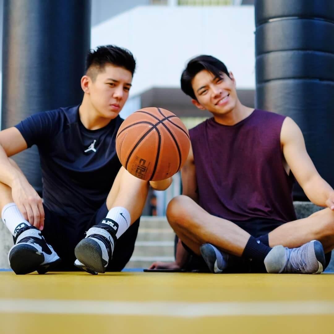 細佬胡㻗同樣喜歡打籃球,故兩兄弟生活上多了很多共同話題。