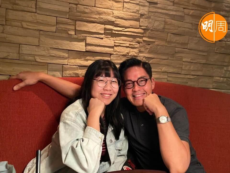 鄭啟泰與前女友所生的女兒今年19歲