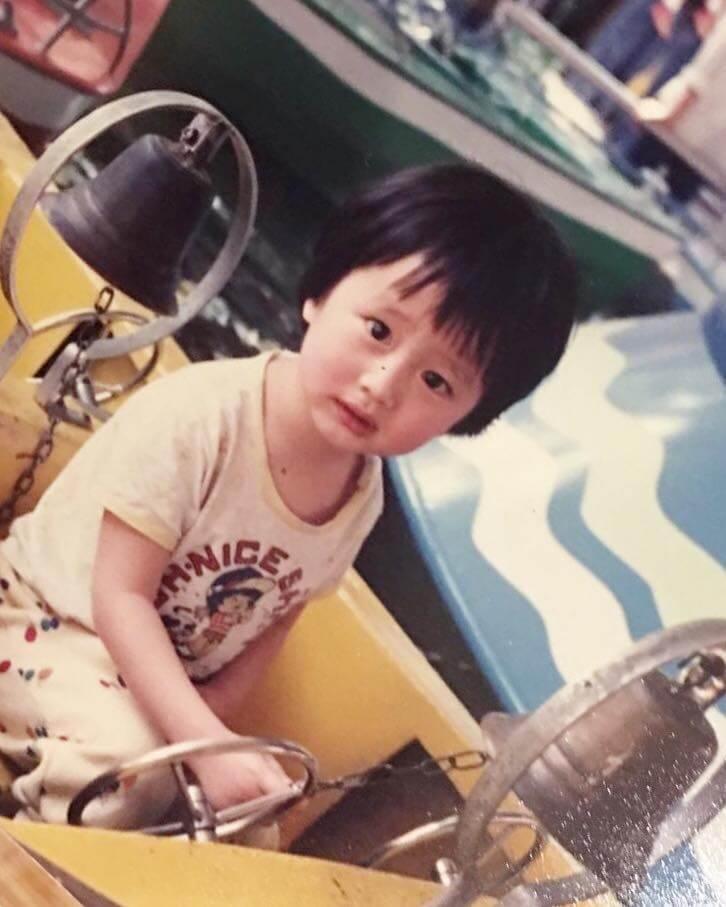 謝東閔來自小康家庭,爸爸做生意,媽媽開僱傭介紹所。