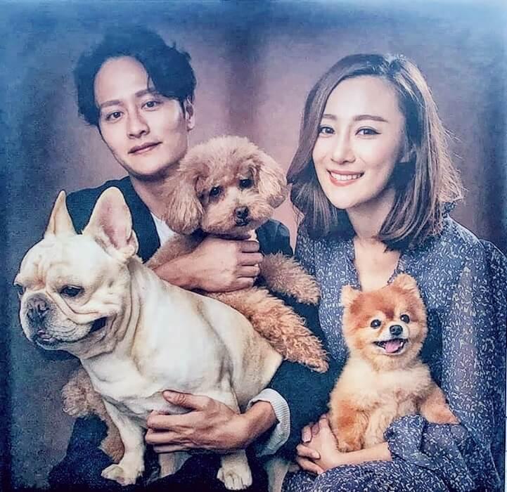 謝東閔與女友朱智賢視幾隻愛犬如子女,曾貼出全家福。