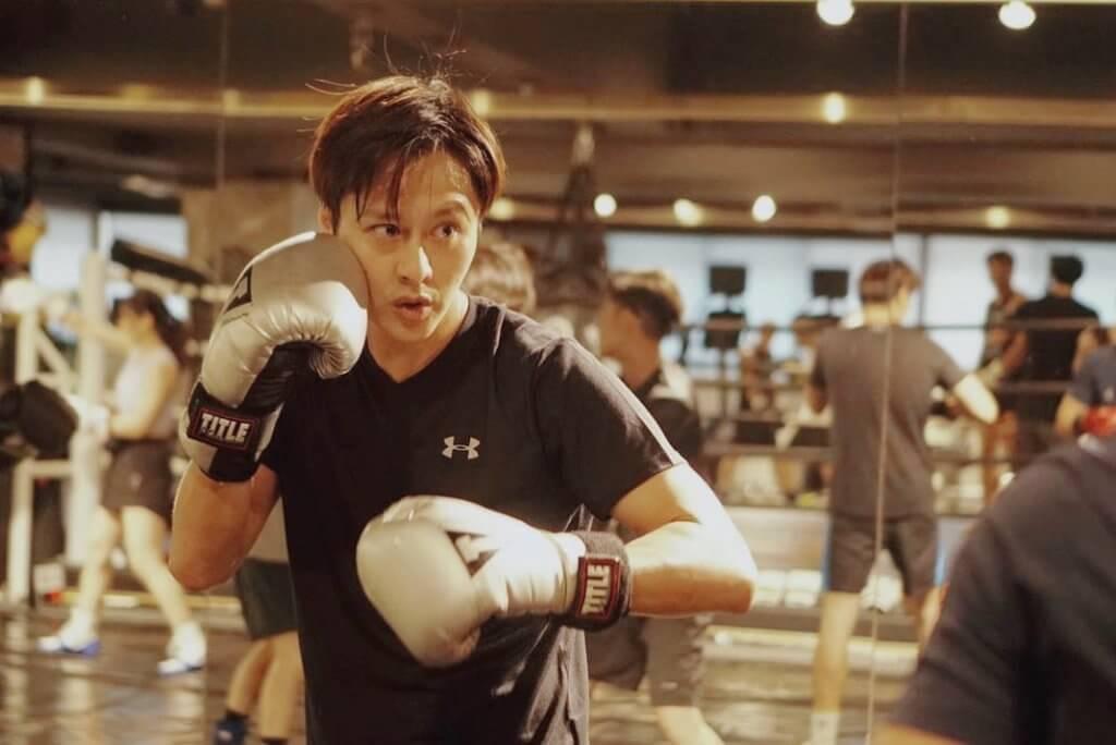 七月《明星運動會》,謝東閔參加拳擊項目。