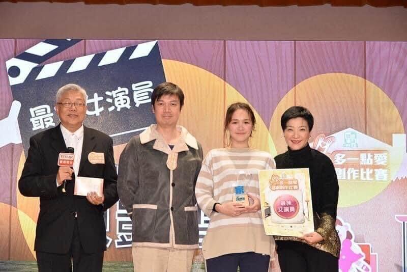 一六年陳紫萱憑《我阿媽有病》奪得香港電台話劇比賽最佳女演員獎。