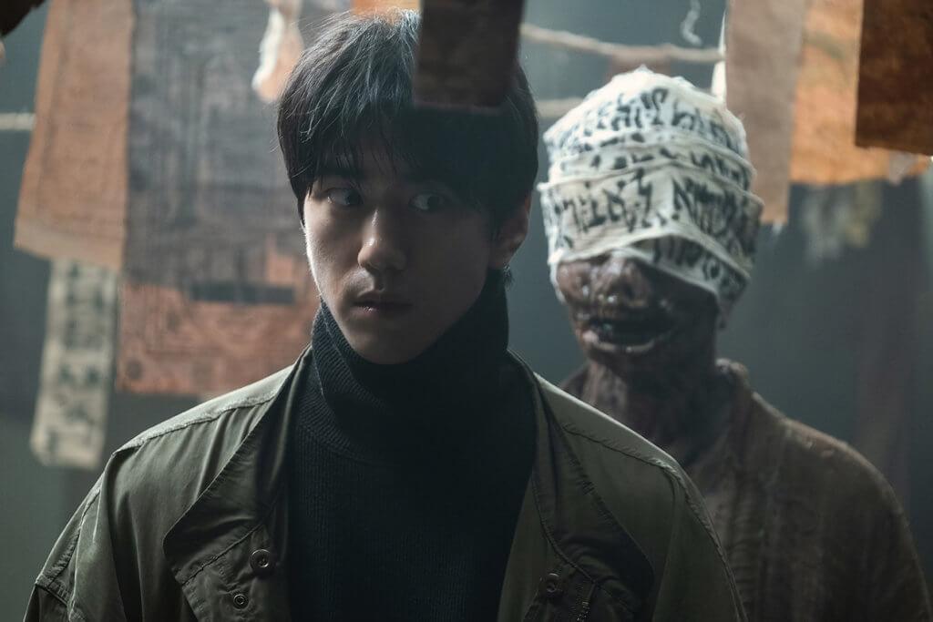 電影刻劃邪教獻祭情節,反映韓國當代社會現象。