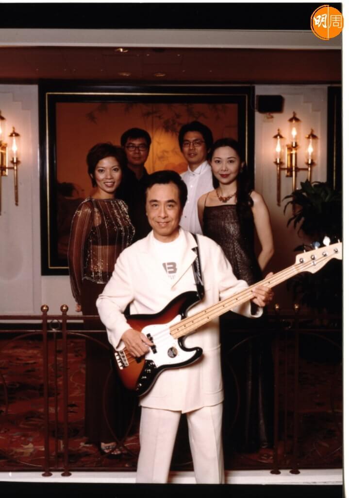 葉振棠在澳門夾band,彈低音結他出身。