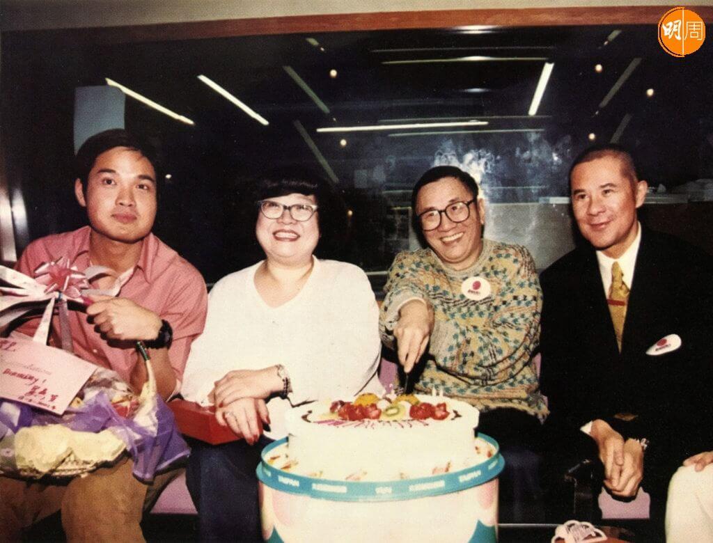 鄭啟泰在新城做DJ時與黃霑合作,請來沈殿霞、甘國亮一起聊天。