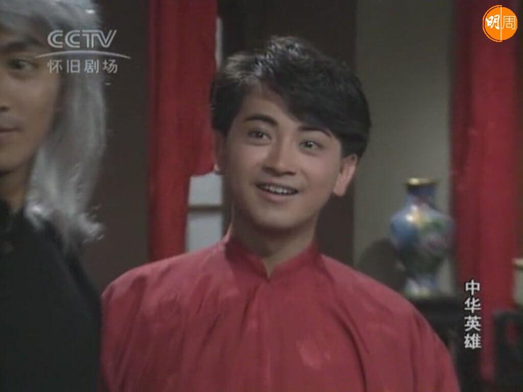 《中華英雄》出演華劍雄,與何家勁有不少對手戲,當年可以做這個角色惹來不少亞視中人羨慕。