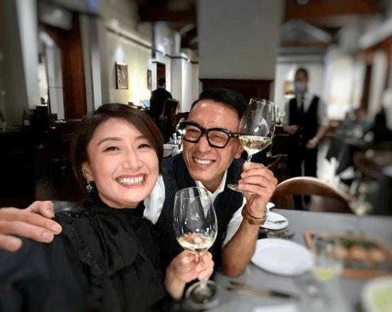 姜皓文與太太殷寧結婚多年,每年十月會安排放假慶祝結婚周年。