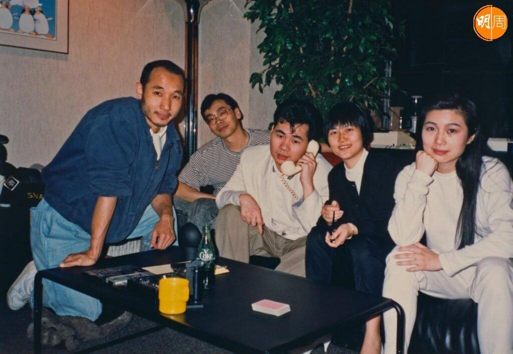 電台與樂壇關係密切,顏聯武和盧冠廷、陳潔靈、麥潔文等有不少合作。