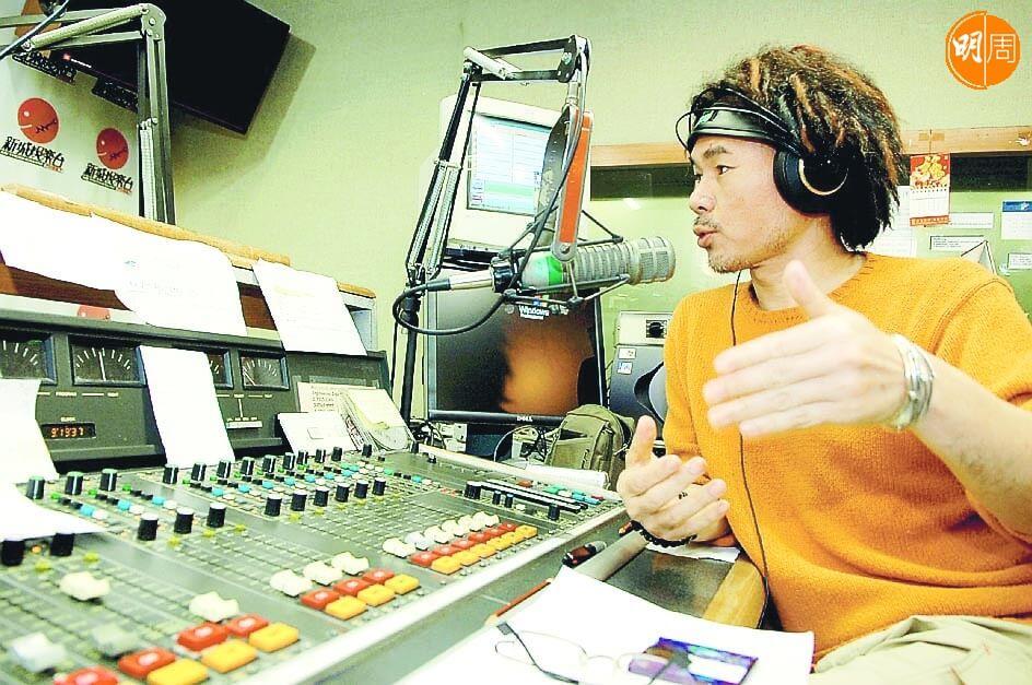 顏聯武在商台、新城、DBC、D100幾個電台工作過。