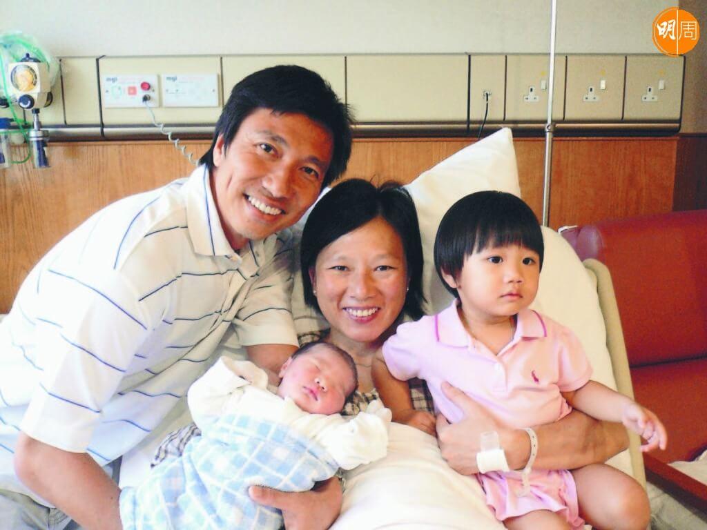 李麗珊退役後做全職媽媽照顧兩個女兒