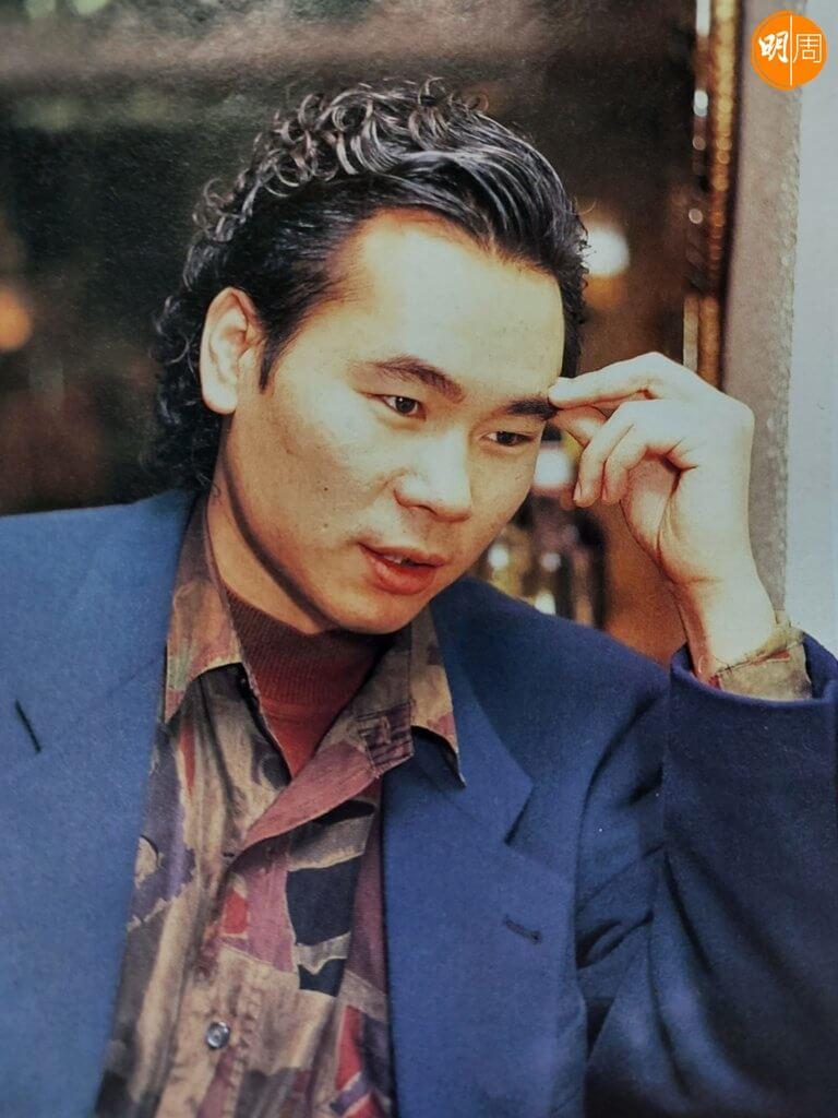 顏聯武在90年代做訴心聲音節目人氣上升時,留着長鬈髮。