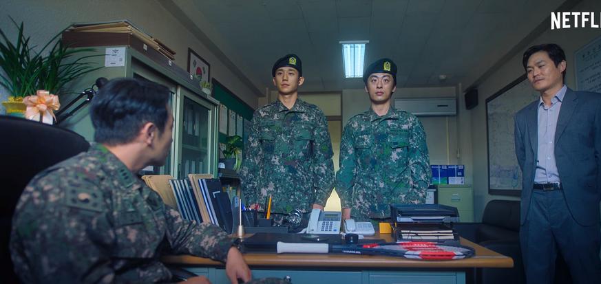 林智燮飾演中尉孫錫久,指派金成鈞帶領的「逃兵追緝組」任務。
