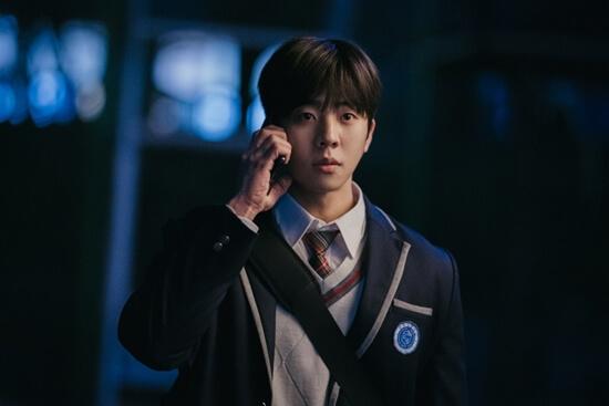 在《來魔女食堂吧》中,蔡鍾協飾演兼職學生,穿上校服也沒違和感。