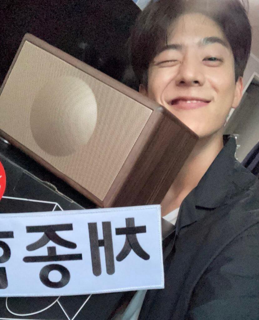 近期蔡鍾協參演綜藝節目《Running Man》,更獲主持Haha 送上禮物,他也隨即在IG 上分享喜悅。