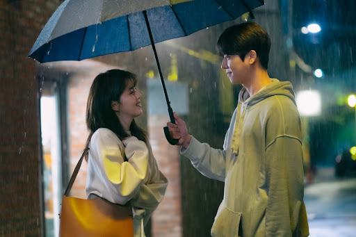 《無法抗拒的他》中,蔡鍾協與韓韶禧飾演青梅竹馬的好友,觀眾希望他們能排除萬難成為一對。
