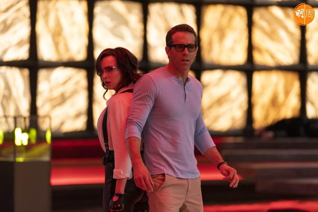 爆笑癲喪的 《爆機自由仁》中,賴恩雷諾士與女主角祖迪高瑪有《22世紀殺人網絡》式動作場面,也有感情戲。