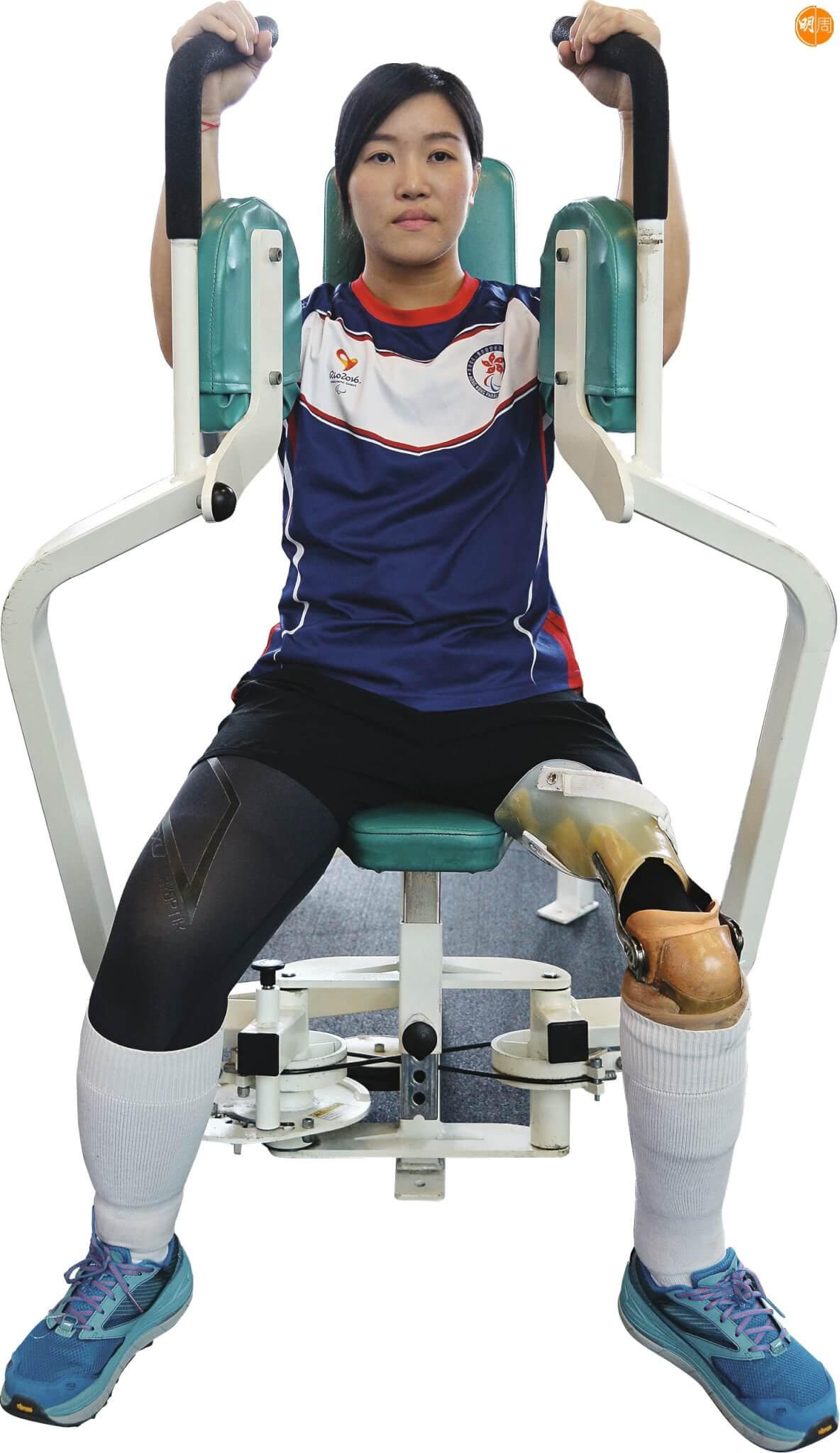 器械訓練能增強翠怡上半身、手臂的肌肉。
