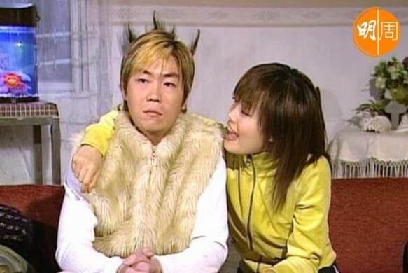 李思捷早期拍的劇集是和容祖兒合作的《美麗在望》,他在劇中飾演金毛神犬。