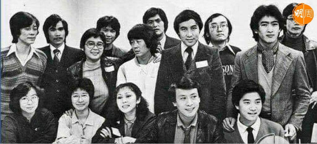 張之珏出席某年饑饉三十活動,同場有陳百強、羅文及其他藝人歌手和DJ。