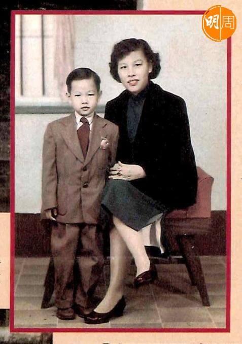 羅家英兒時與母親的珍貴合照