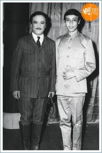張之珏跟鍾景輝學戲劇,兩人亦曾一起演出。