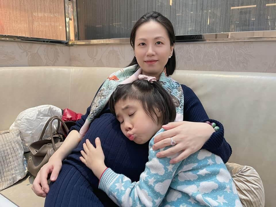 獨生女比較寂寞,在她五歲時,父母決定添多個小孩。