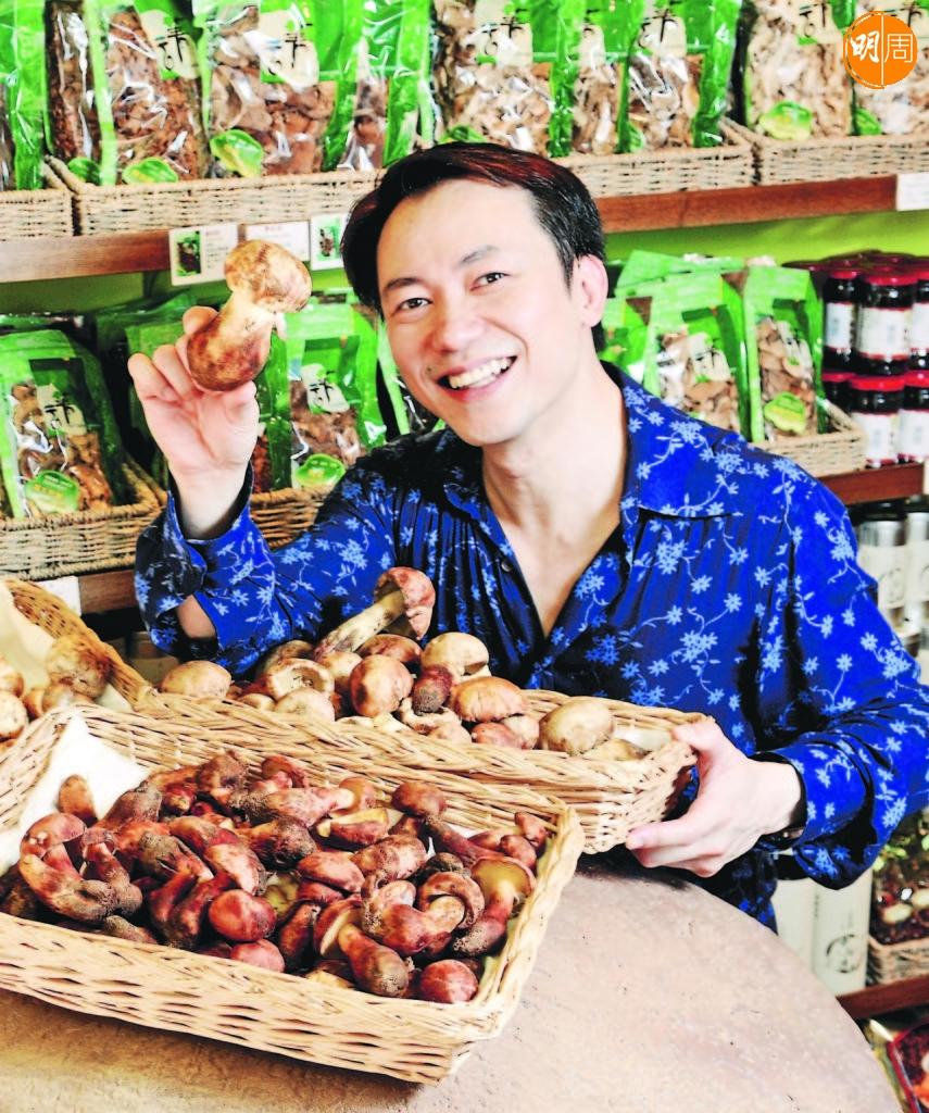 張錦祥曾主持男人廚房專欄,教讀者買食材。
