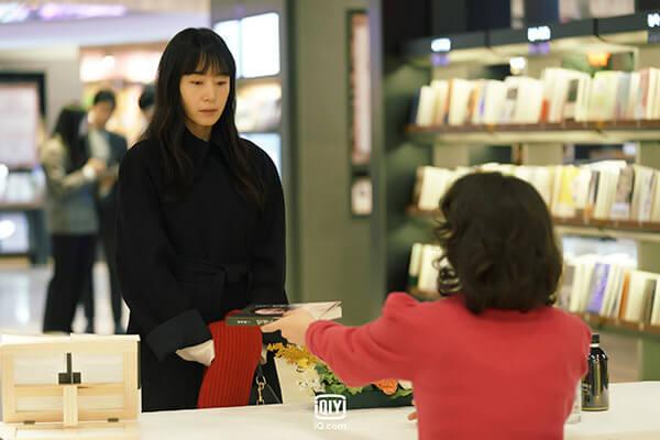 朴智英飾演雅蘭,是偷走全度妍作品之人,這場戲是說全度妍到簽書會跟她理論。