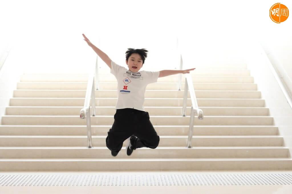 現年十三歲的徐嘉謙就讀中二,平日最愛跳舞及打機。