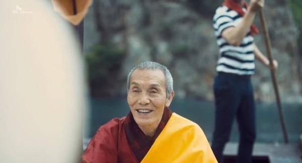 2015年的電訊廣告中,吳永秀繼續演僧人。