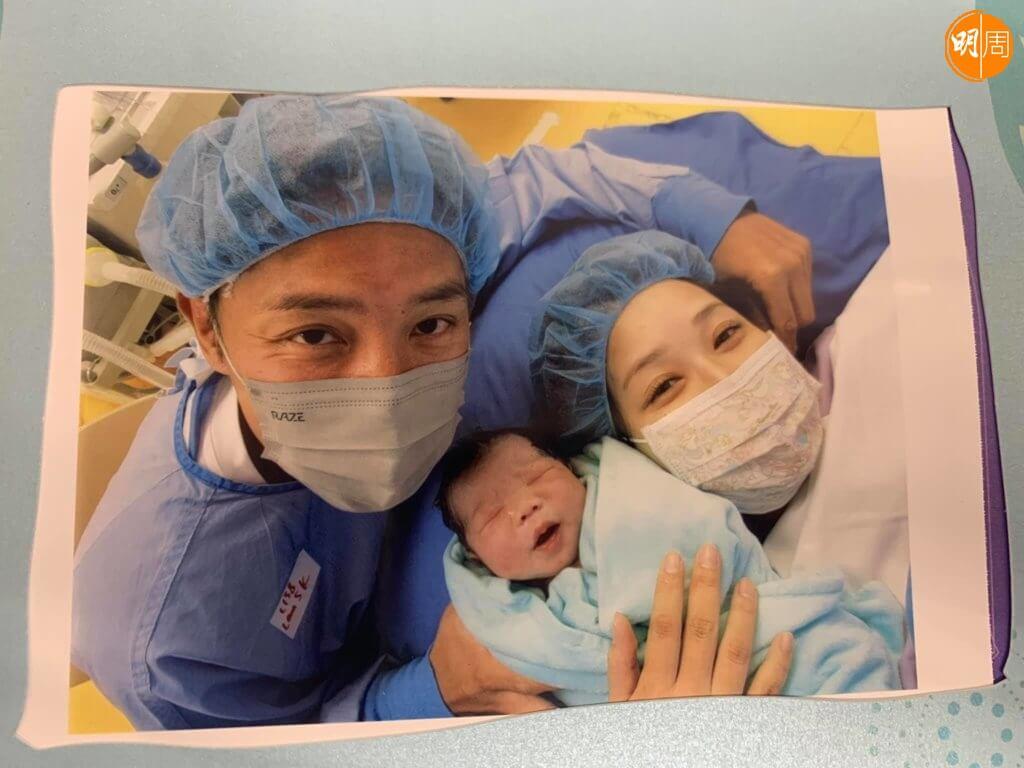 張頴康每次做爸爸也會陪太太進產,很心痛太太要開刀。