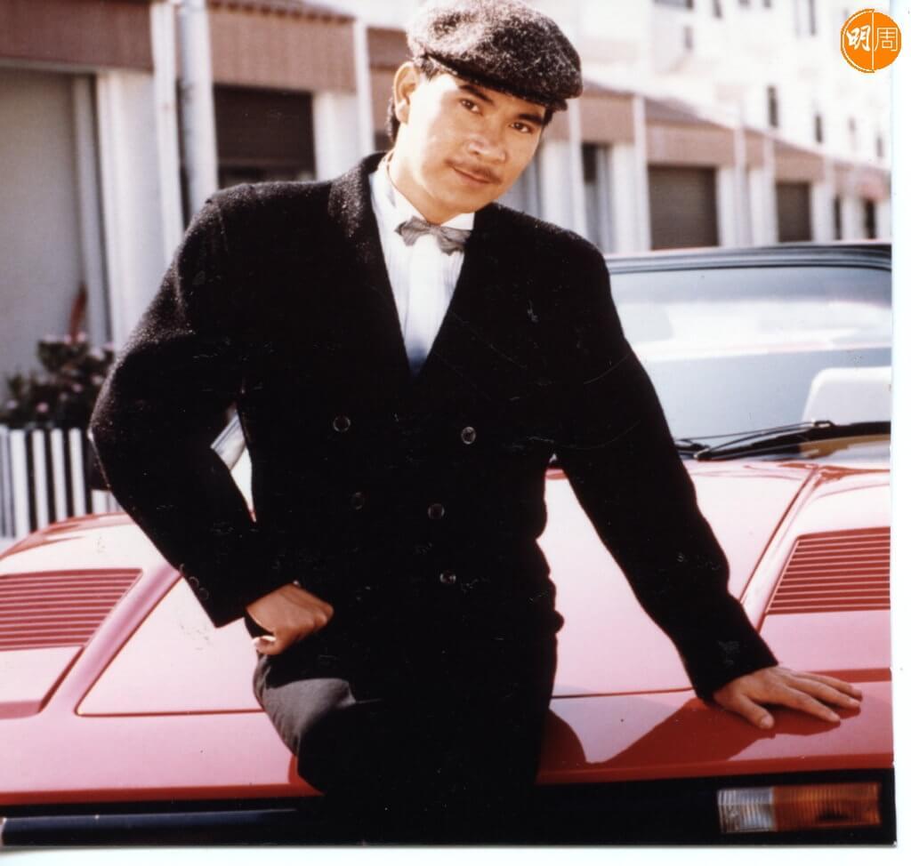 李龍基在八十年代唱酒廊賺到錢,喜歡揸靚車。