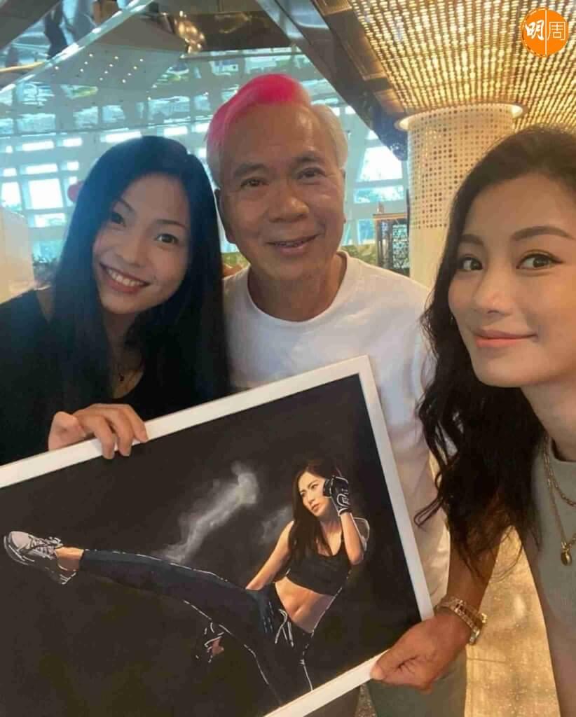 李龍基夫婦送畫給楊柳青,間接令基嫂Chris的樣貌曝光。