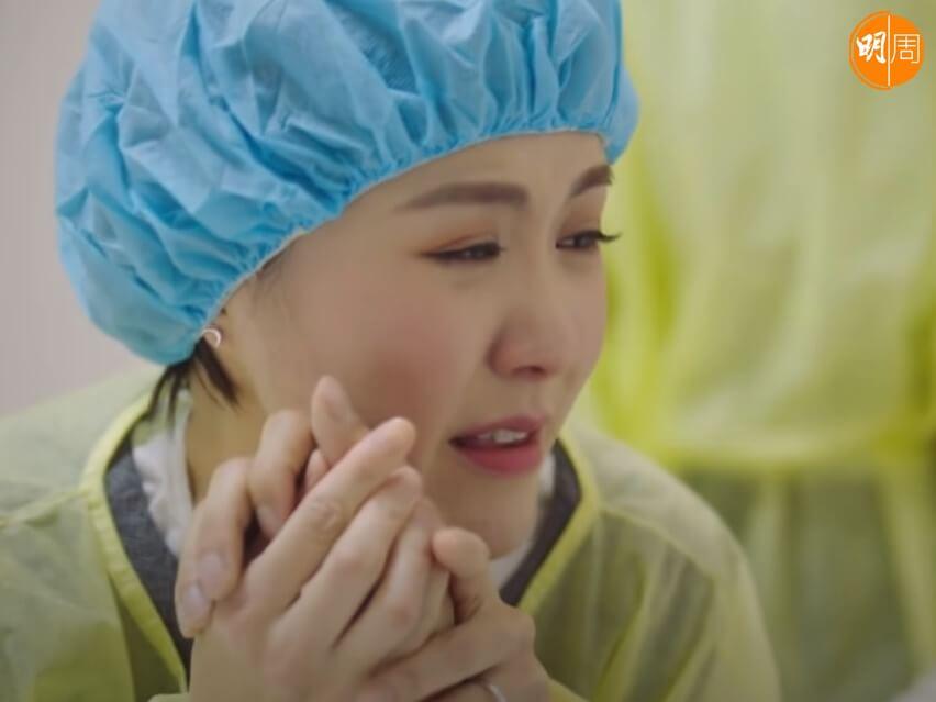 劉佩玥在《把關者們》中的消防員丈夫 (黃庭鋒飾) 救火時受傷殉職,劉佩玥哭着丈夫,場面超催淚。