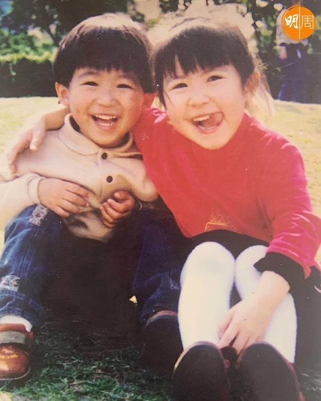 劉佩玥(右)有一個細一歲的弟弟,今年已經成家立室了。