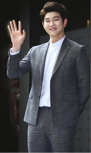 尹鈞相因飼養摺耳貓遭到炮轟,有網民認為他應該樹立好榜樣。