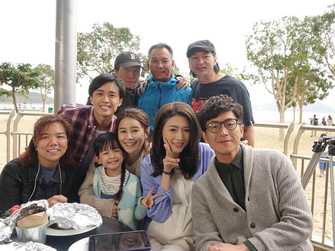 拍攝劇集《那些我愛過的人》期間,與演員及工作人員恍如一家人,關係很密切。