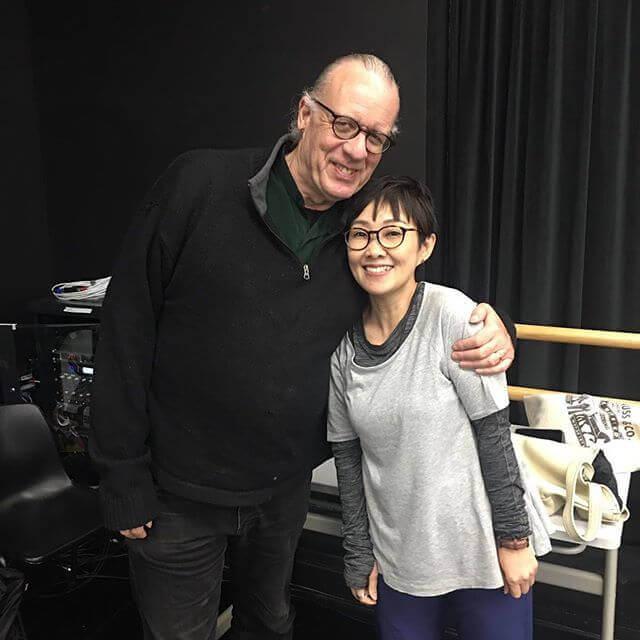 甄詠蓓身旁的就是「The Lost Child Project」的主腦David Glass。