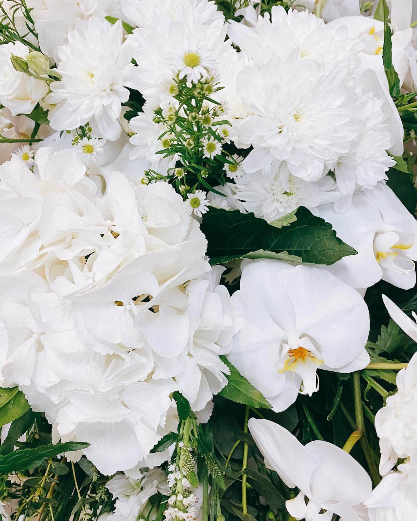 梁潔華的靈堂佈滿鮮花