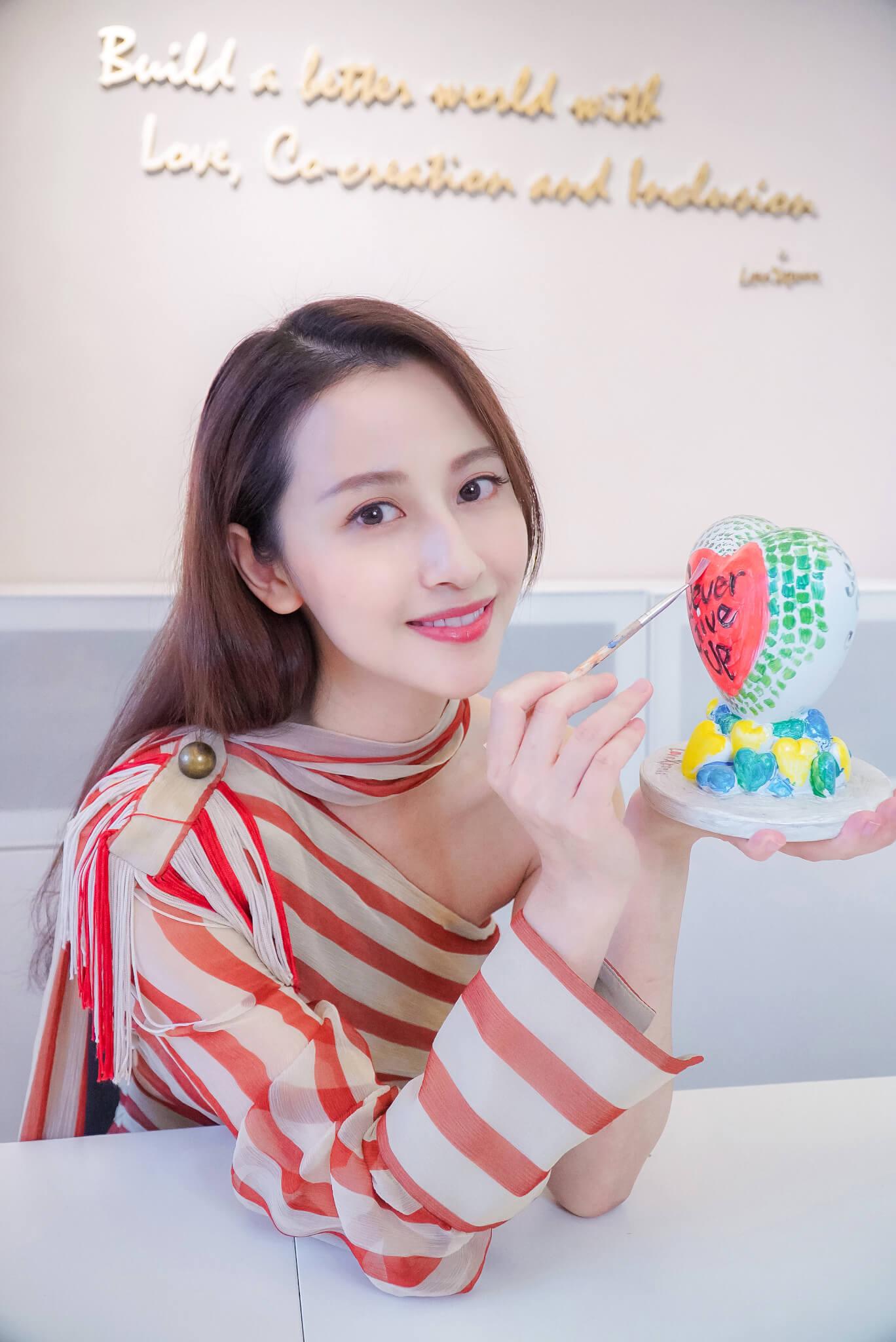 近年在內地一劇接一劇的陳雅麗,因疫情留在香港,但沒有浪費時間,與Grace一起為LoveXpress做義工。