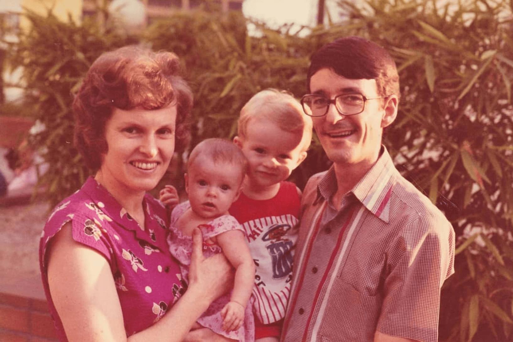 明恩與家人的合照